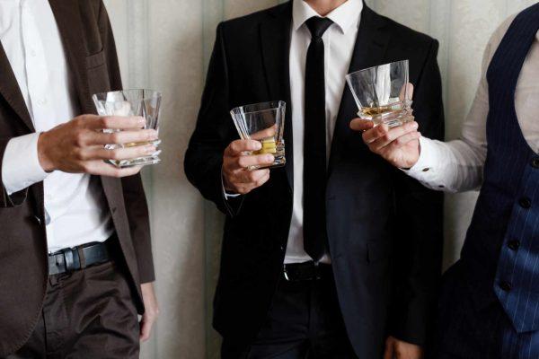 Cos'è il Cocktail Dress Code? Consigli per l'Abito da Aperitivo