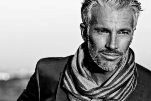 Moda uomo: come ringiovanire con l'outfit giusto