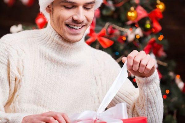 Outfit natalizio per uomo: come vestirsi per il pranzo di Natale